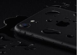 Khả năng chống nước của iPhone 7 Plus liệu có còn sau khi thay pin?